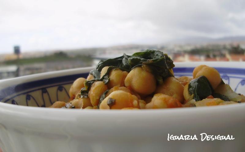 Grão+com+tomate+e+espinafres