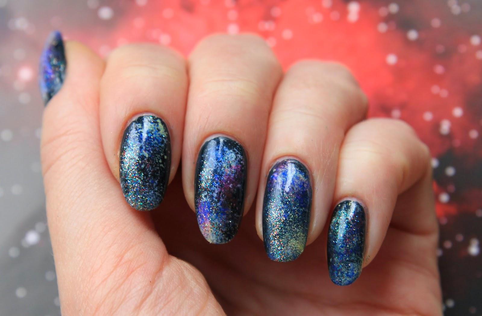 Дизайн для ногтей космос