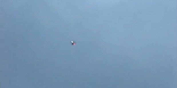 Penampakan benda melayang di Moskwa, Rusia tahun 2011 yang ternyata sebuah pesawat kecil tanpa awak berkamera.