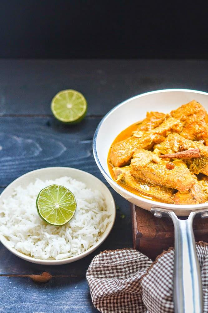 Mix and stir macher korma fish in creamy yogurt sauce for Yogurt sauce for fish