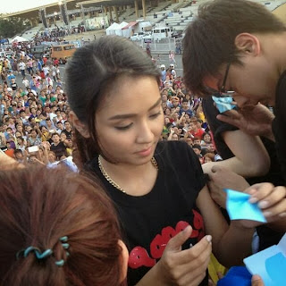 Kathryn Bernardo and Daniel Padilla onboard at 'Pagpag' float