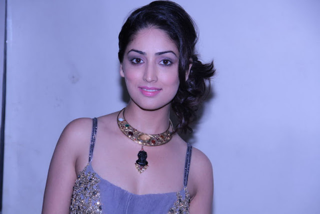 vicky donar actress yami gautam latest low cut stills