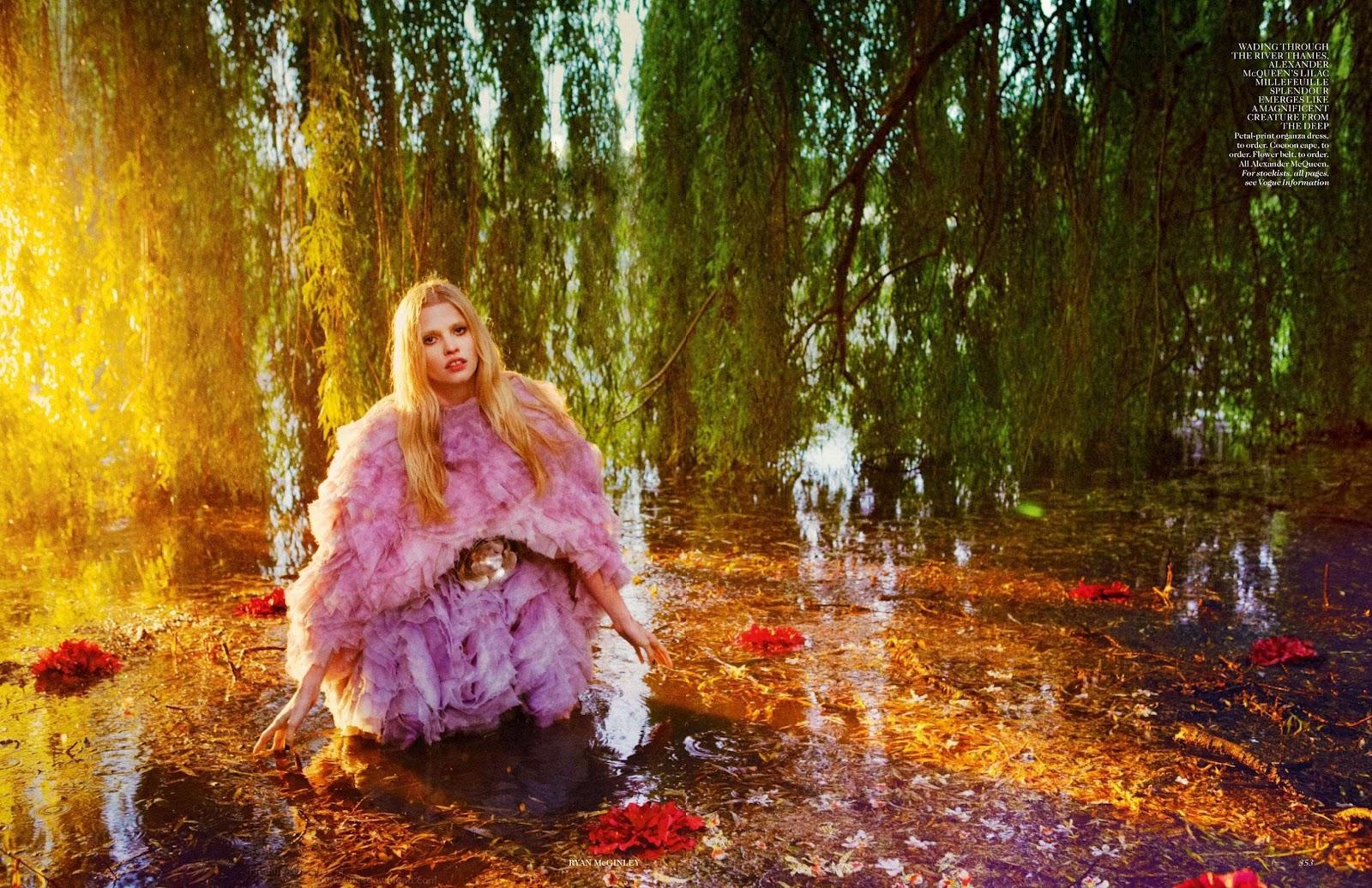 http://3.bp.blogspot.com/-ocRIB_U6j08/UCAz41iVlqI/AAAAAAAAVNk/O2RdsH6W8BM/s1600/Lara+Stone+-+Vogue+UK+September+2012+2.jpg