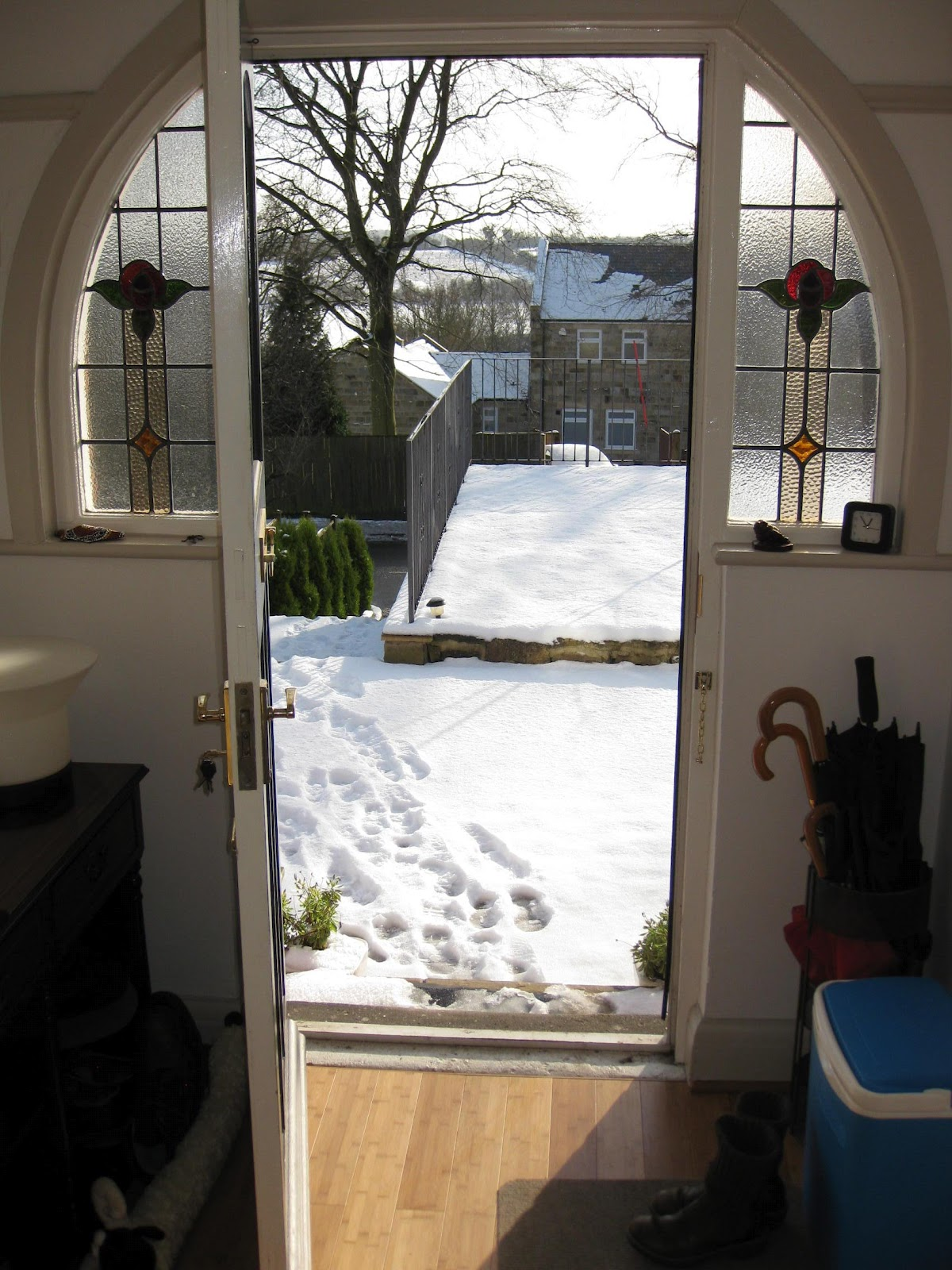 http://3.bp.blogspot.com/-ocVIU6E6ujQ/TzFuvhGDexI/AAAAAAAADWE/V5PPA_Ved4A/s1600/12+02+snow+tower+003.jpg