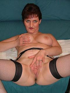 Naked brunnette - rs-24-710995.jpg