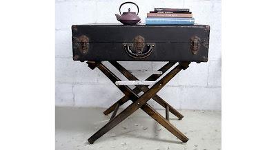 Stolik z walizki, co zrobić ze starą walizką, jak wykorzystać starą walizkę, Pomysł na starą walizkę, drugie życie rzeczy, ekomeble, vintage,