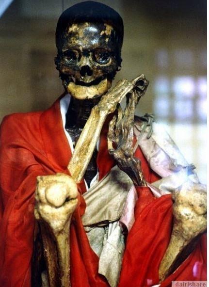 Sokushinbutsu Proses membunuh diri untuk jadikan diri sendiri mumia