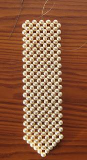 ...с бусины и плетем полотно вверх: ряд за горизонтальные рядом ряды, соответственно схеме и желаемой галстука...