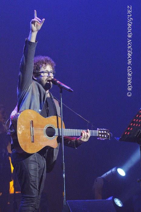 El cantautor Raúl Paz, durante el lanzamiento de su nuevo disco, titulado La Otra Esquina, en  el Teatro Karl Marx, en La Habana, Cuba, el 28 de febrero de 2015.