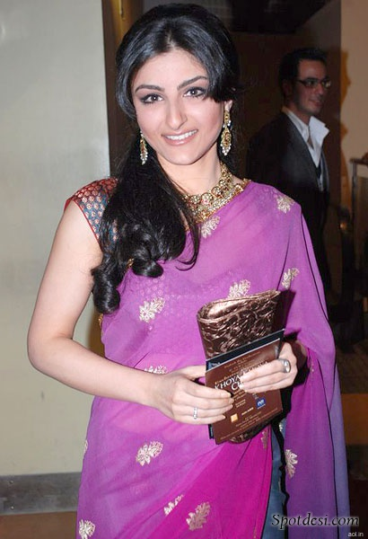 Soha Ali Khan LATEST PHOTOS 2011