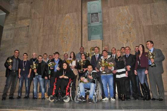 Обща снимка на спортистите, наградени за Спортист на годината в Бургас