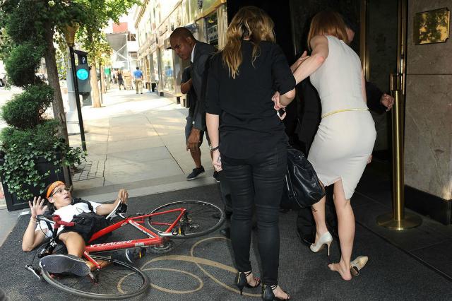 Nicole Kidman fue golpeada por un ciclista