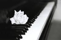 Νίκος Λυγερός--Ένα πιάνο έχει 88 κόπανους
