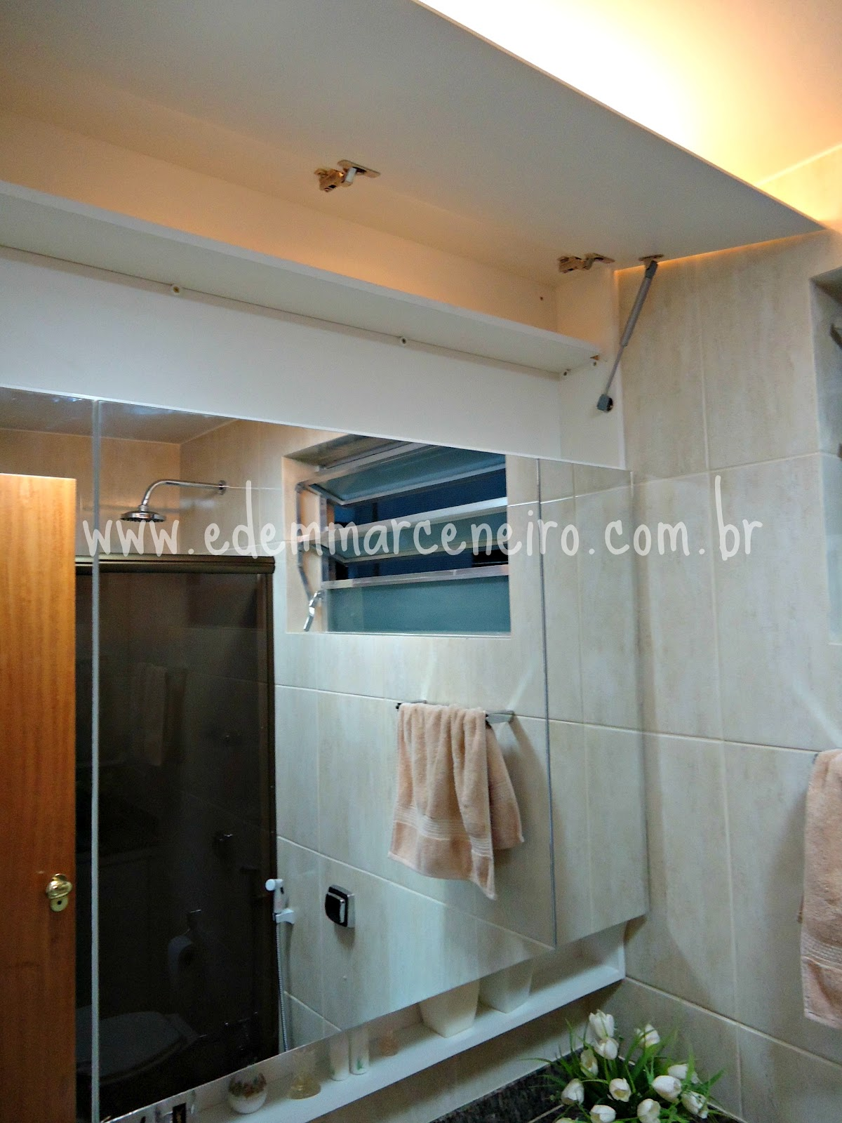 Armário Suspenso com Espelho e Porta laqueada para Banheiro  Edem Marceneiro -> Armario De Banheiro Feito Por Marceneiro