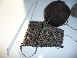 jak wyrobić piętę w skarpetce na drutach