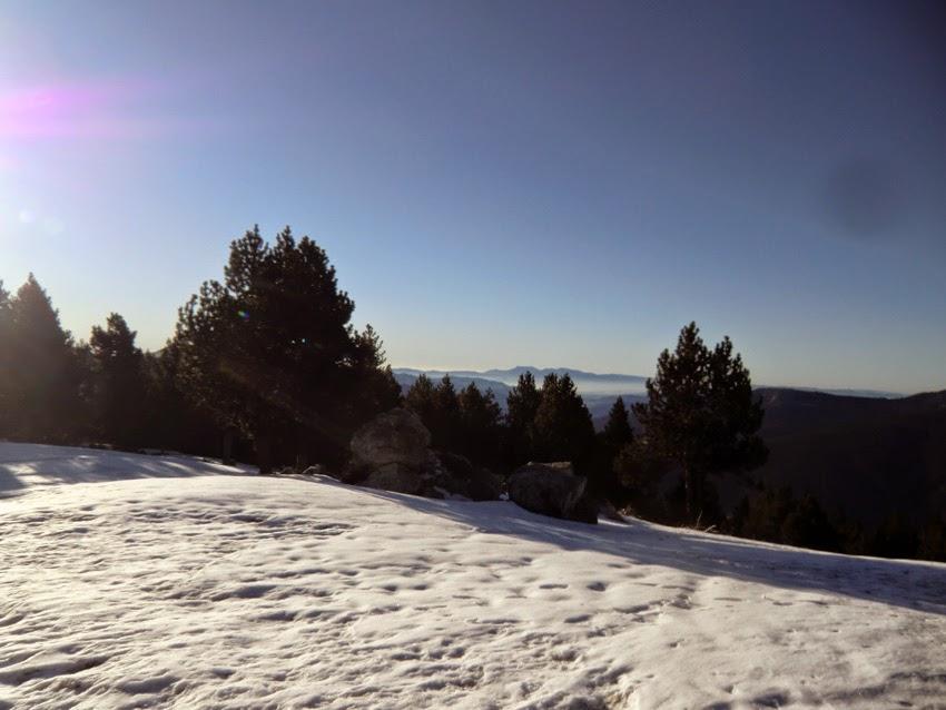 Vistas al Pla de les Barraques en invierno, ascensión al Puigmal.