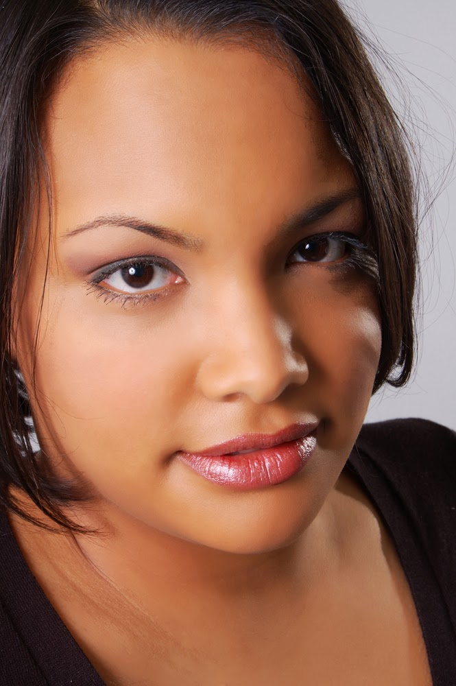 headshot of an aspiring actress with beauty retouching