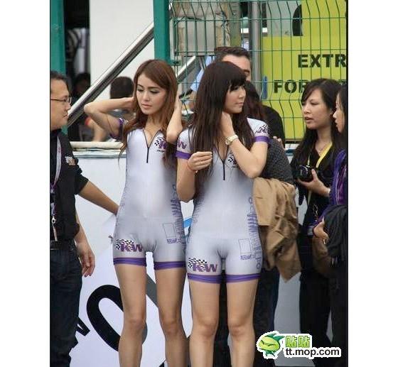 Adoi - Pakaian Seragam Model Super Ketat