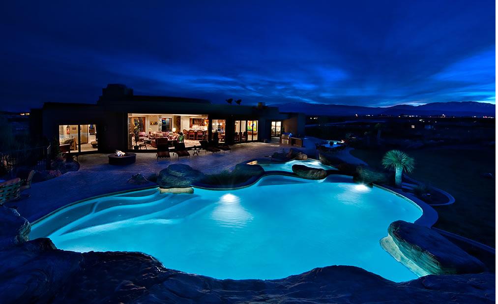 Decoraciones y afinidades modelos de piscinas modernas 2012 for Modelos de casas de campo con piscina