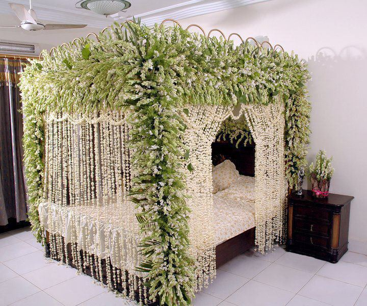 Bride groom wedding room decoration bedroom decoration for Marriage bed decoration photos