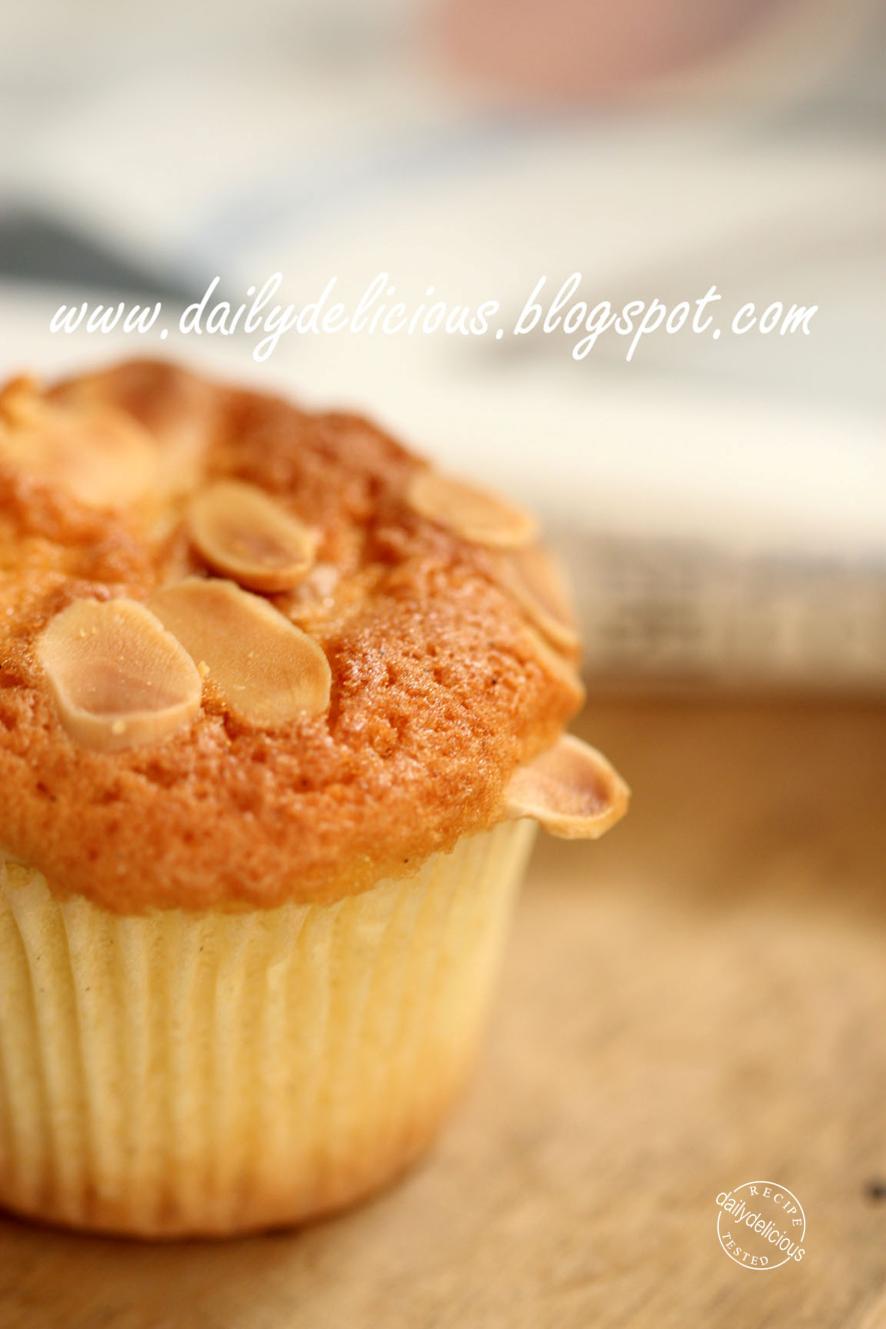 Dailydelicious Vanilla Almond Cake Light And Delicious Cake