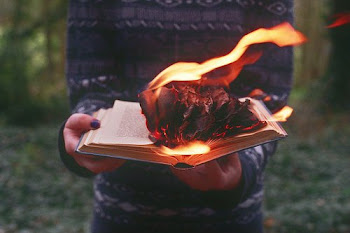 Mira tu cuento arder.