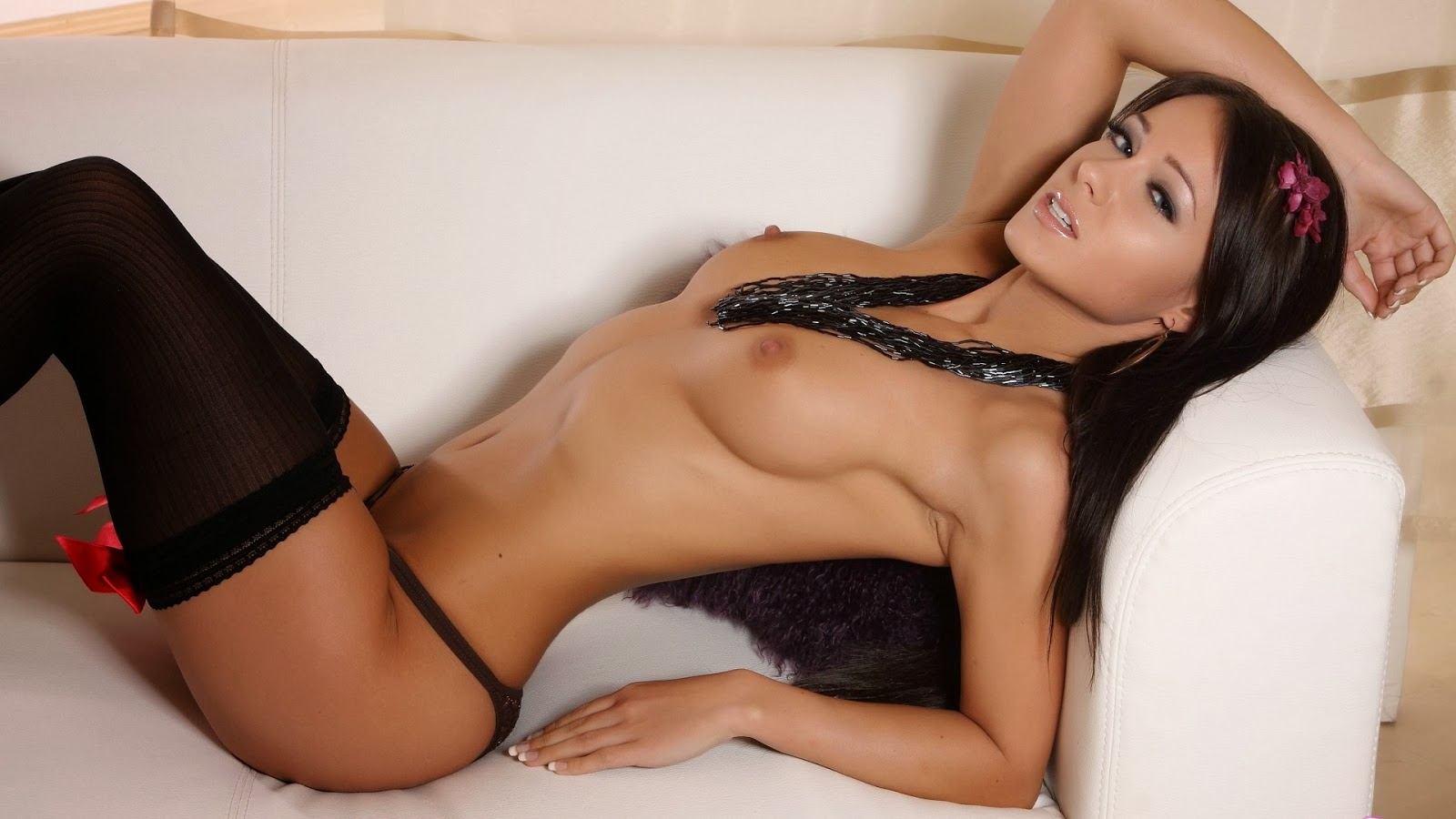 Sexy Naked Melisa Brunette Diva Wallpaper
