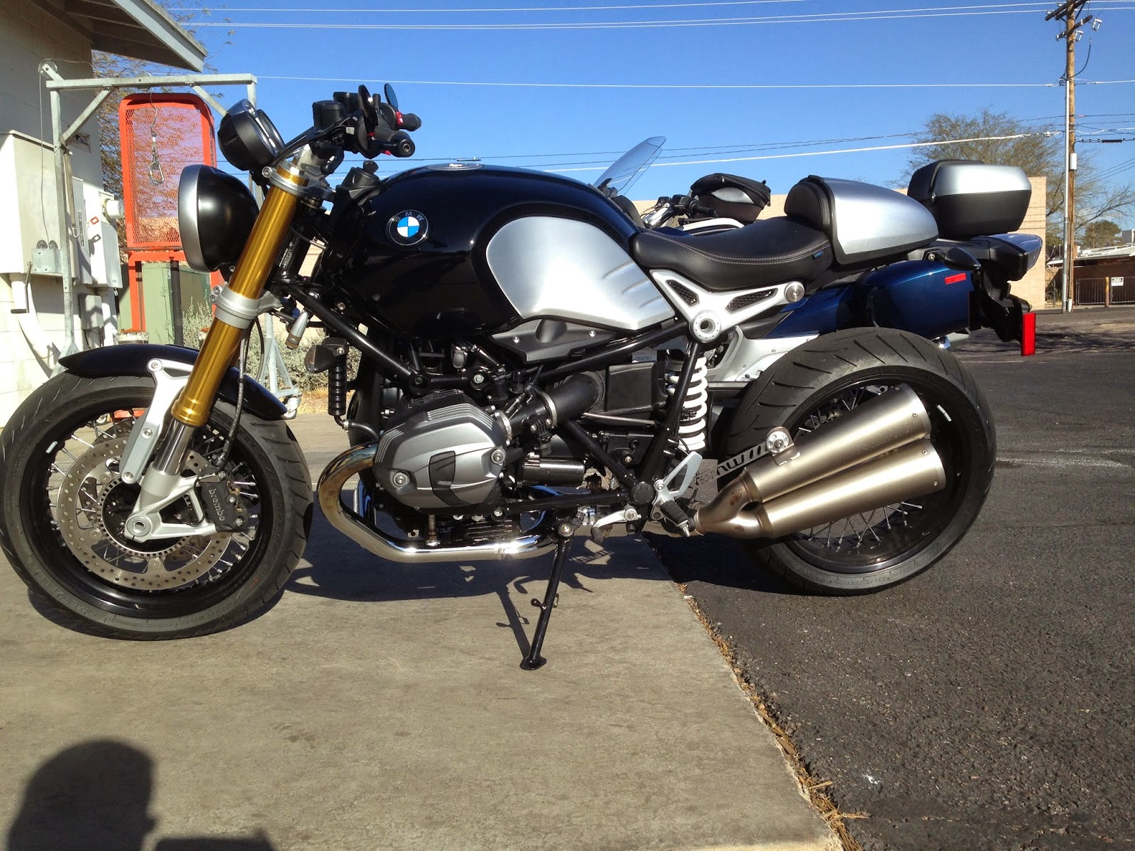 Ride Review Rninet Iron Horse Bmw Blog Twin Bikes Is Serious As Are The Big Discs And Calipers Up Front This Bike Looks Like Something Fonzi Would Have Been Proud To Once On Board