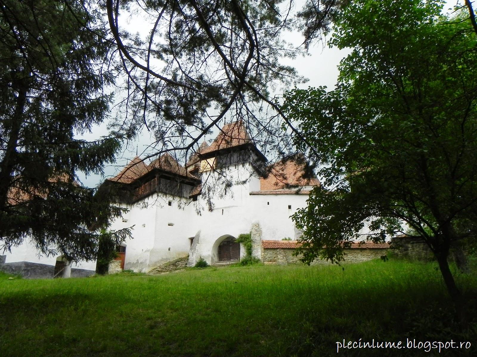 Zidurile bisericii din Viscri