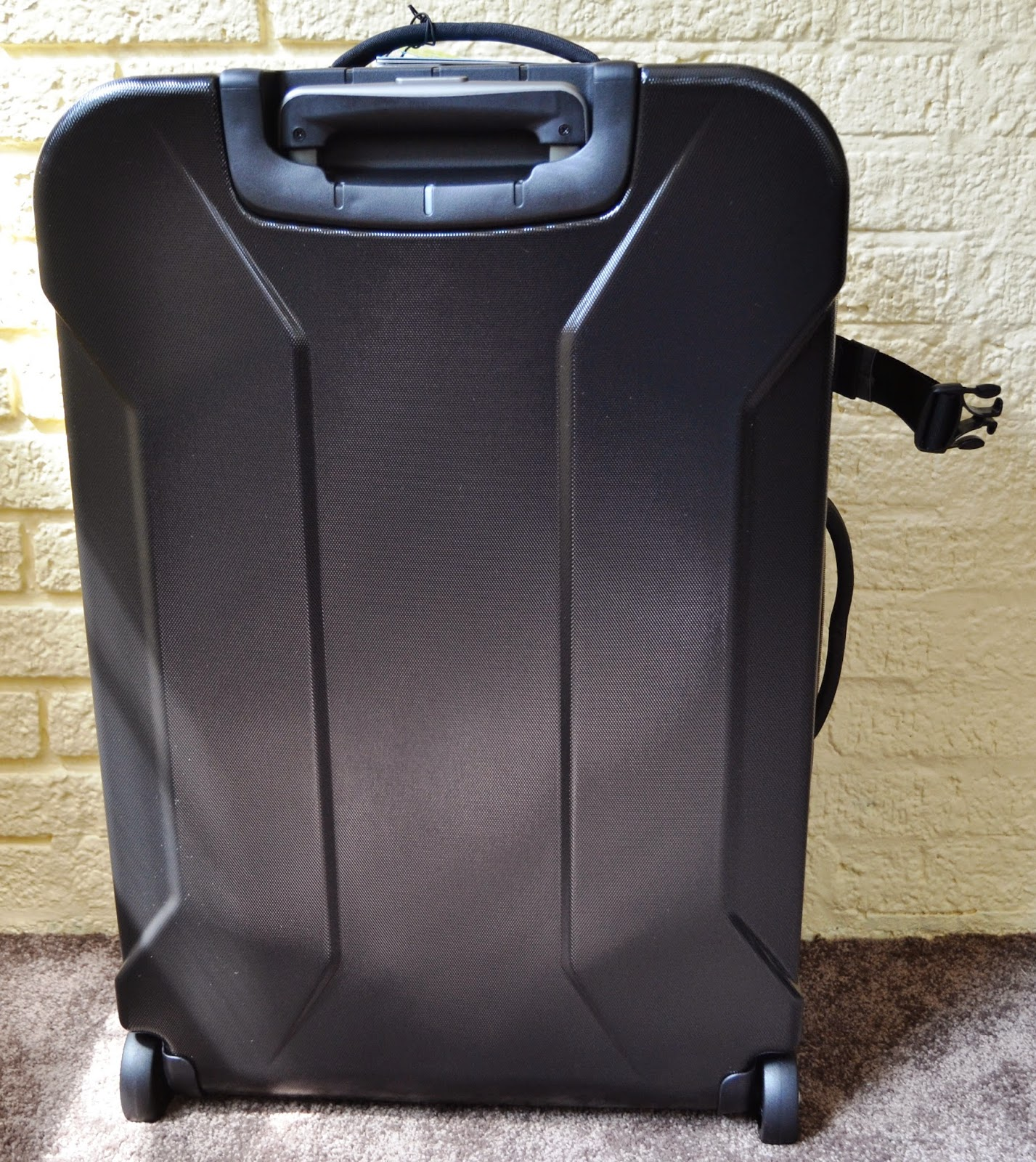 Eagle Creek EC Adventure Hybrid suitcase