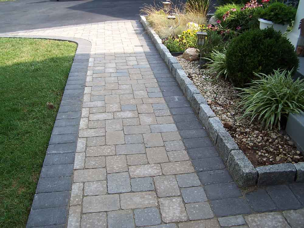 T te t te a paving stone sidewalk for Paving designs for small garden path
