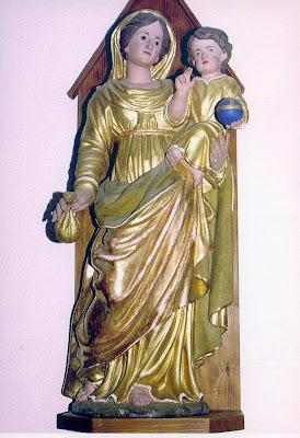 Imagen de la Virgen del Buen remedio con el niño en brazos que sostiene el globo terraqueo con la cruz de la redencion.