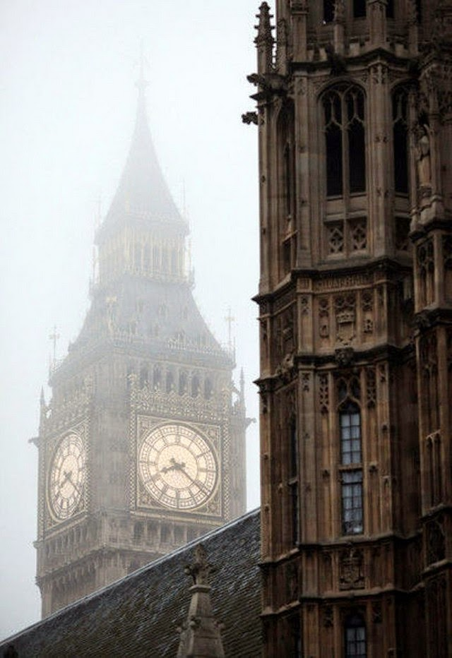 foggy big ben london england