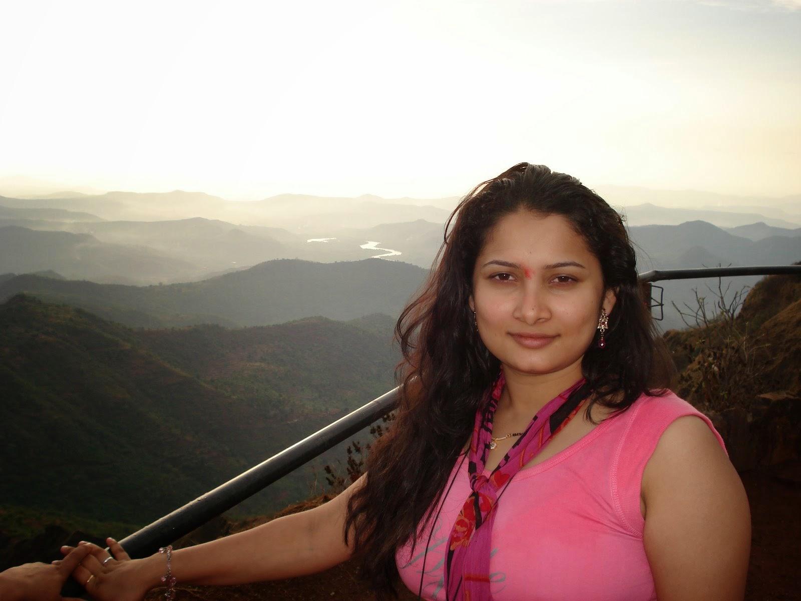 Indian Beautiful Desi Girls New HD Photos