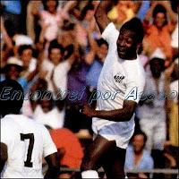Pelé e Coutinho acabam com a defesa do XV de Piracicaba e viram o placar desfavorável para 7x2. O Santos deu um show naquele 10/12/1961 no campeonato paulista