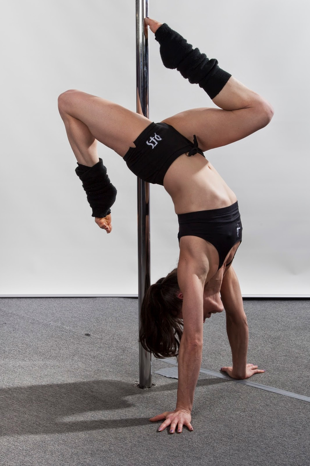 vertical pole gymnastics