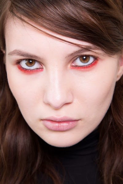 beauty_trends_black_eyeliner_red_eyeliner_glam_rock_gothic