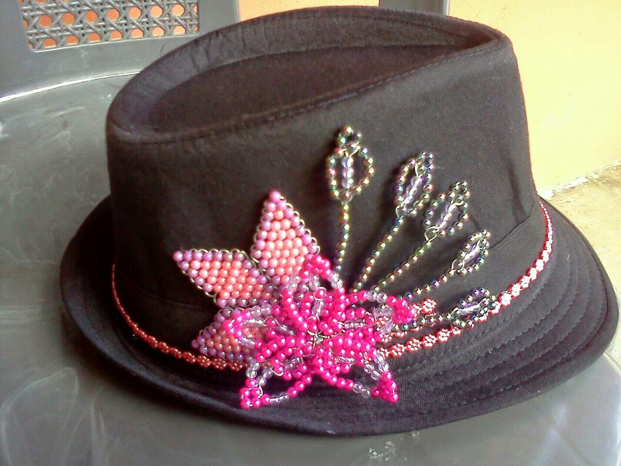 Artesanias y decoraci n sombreros decorados con - Decoracion de sombreros ...
