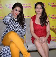Madhuri Dixit & Huma promotes 'Dedh Ishqiya' movie on 98.3 FM Radio Mirchi