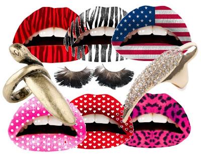 lip tattoo, nagelstickers, veren wimpers