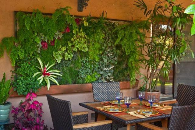 Vertical Garden di Ruang Makan
