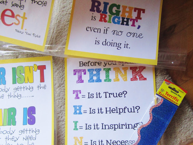 Teaching my friends hallway decorating and great printables for Chart paper decoration ideas