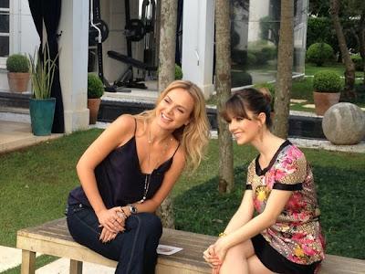 Eliana entrevistando Sandy casa