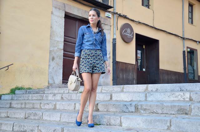 shorts-estampados-look-camisa-vaquera-denim-shirt-blogger-trends-gallery