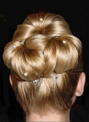 Hochsteckfrisuren Brides mit Brötchen für 2012/2013