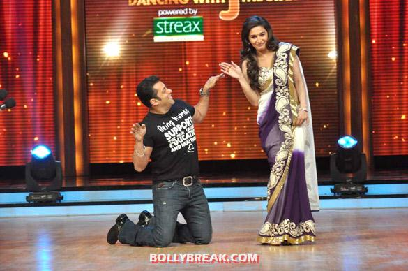 Salman Khan, Madhuri Dixit Jhalak Dikhhla Jaa 5 - (10) - Salman & Katrina on the sets of 'Jhalak Dikhhla Jaa 5'