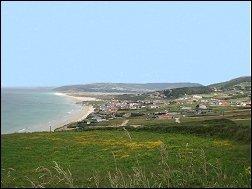 playa de razo en carballo, la coruna, galicia, con bandera azul, alojamiento, casas completas, pisos, apartamentos, bungalow, turismo activo, surf y escuelas