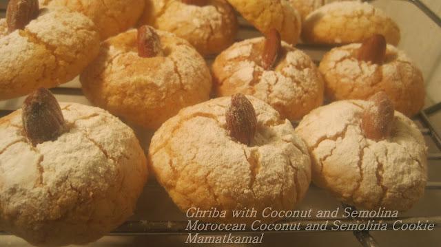 ghriba with coconut and semolina/moroccan coconut and semolina cookie/ ghriba marocaine à la semoule et à la noix de coco