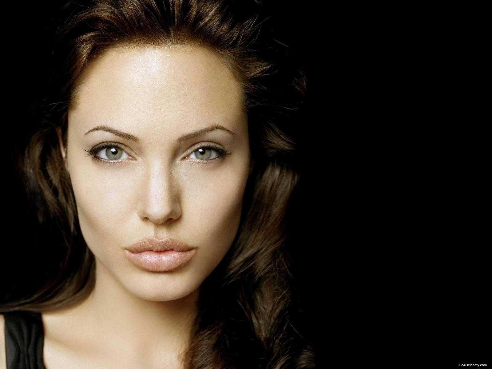 http://3.bp.blogspot.com/-oicLNT5W3EI/TfMZBLx7VbI/AAAAAAAACM0/s5N7xqHCvNs/s1600/Angelina-Jolie-07.jpg