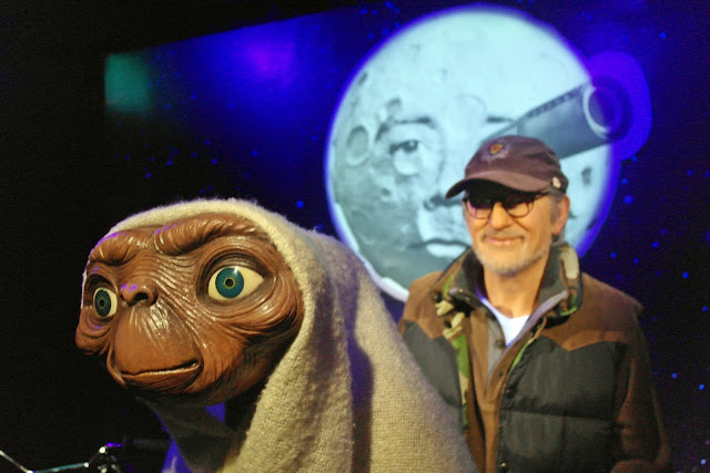 Steven Spielberg and E.T. (Extra-Terrestrial) - American science fiction | www.meheartseoul.blogspot.com